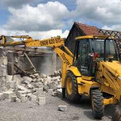 Ponúkame kompletné búracie a demolačné práce stavieb rôznych druhov.